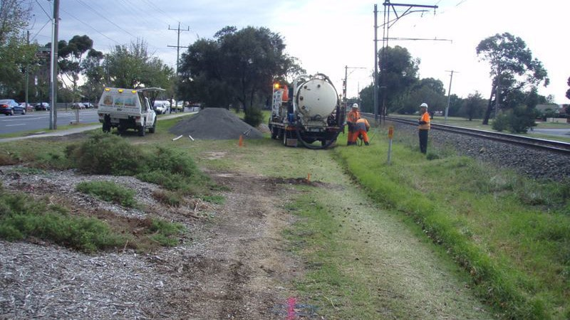 Geelong Cable Locations using hydro excavation to expose services along train line
